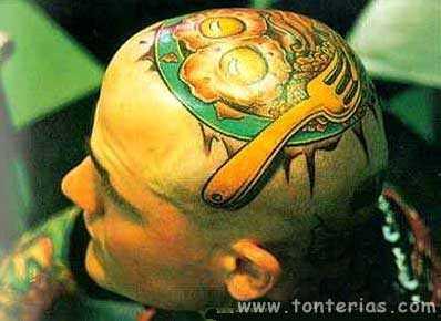 Cabeza tatuada
